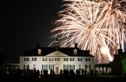 Christmas_Illuminations_at_Mount_Vernon_CREDIT_George_Washington_s_Mount_Vernon