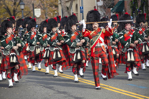 Christmas_Parade_121201_CREDIT_R_Nowitz_for_Visit_Alexandria