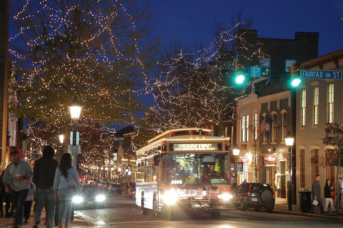 King_Street_Lights_with_Trolley_CREDIT_M_Enriquez_for_Visit_Alexandria